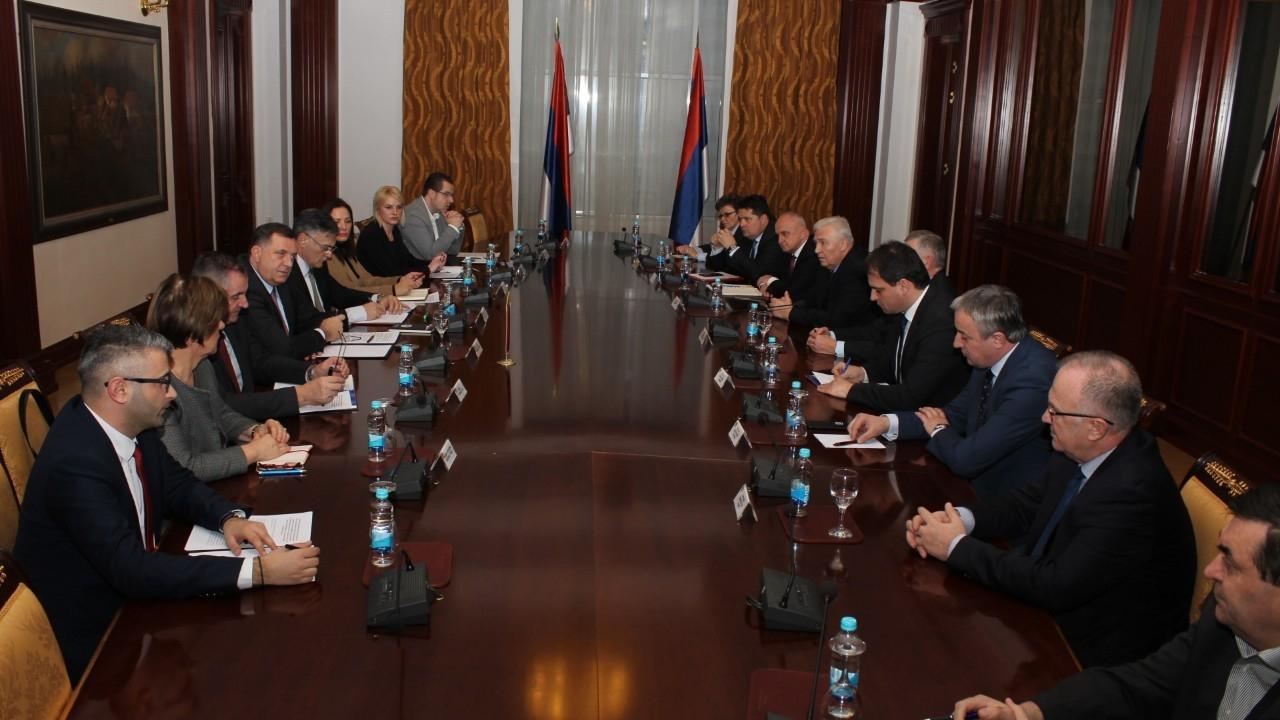 Σύσσωμα τα σερβικά πολιτικά κόμματα καταδίκασαν την πρωτοβουλία για αλλαγή ονόματος της Δημοκρατίας Σέρπσκα