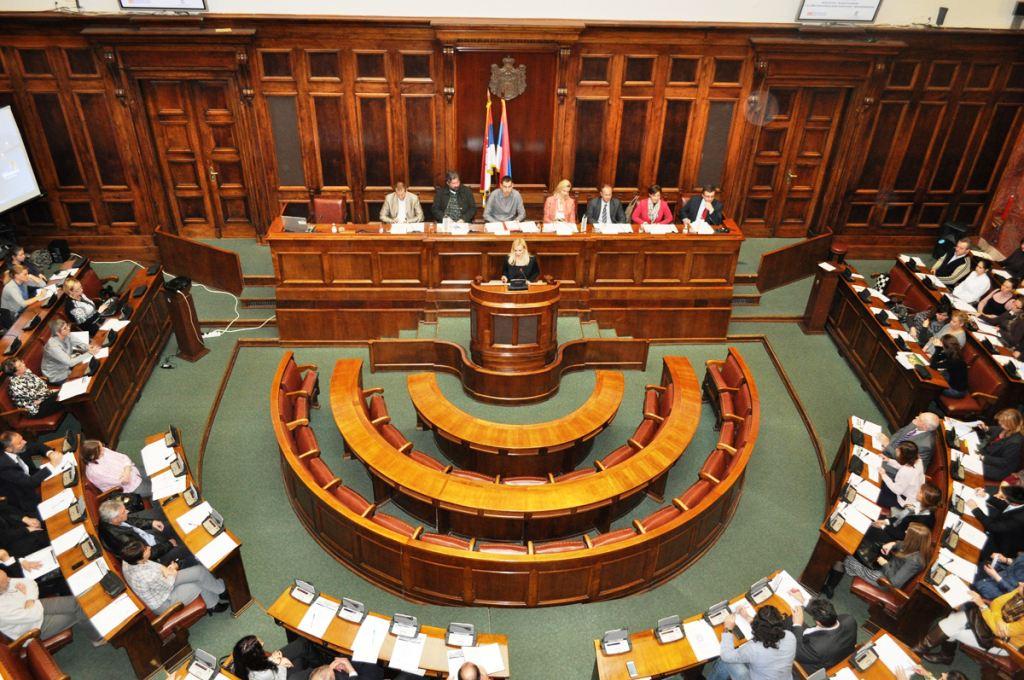 Πρόστιμο σε βουλευτές της αντιπολίτευσης της Σερβίας για ανάρμοστη συμπεριφορά
