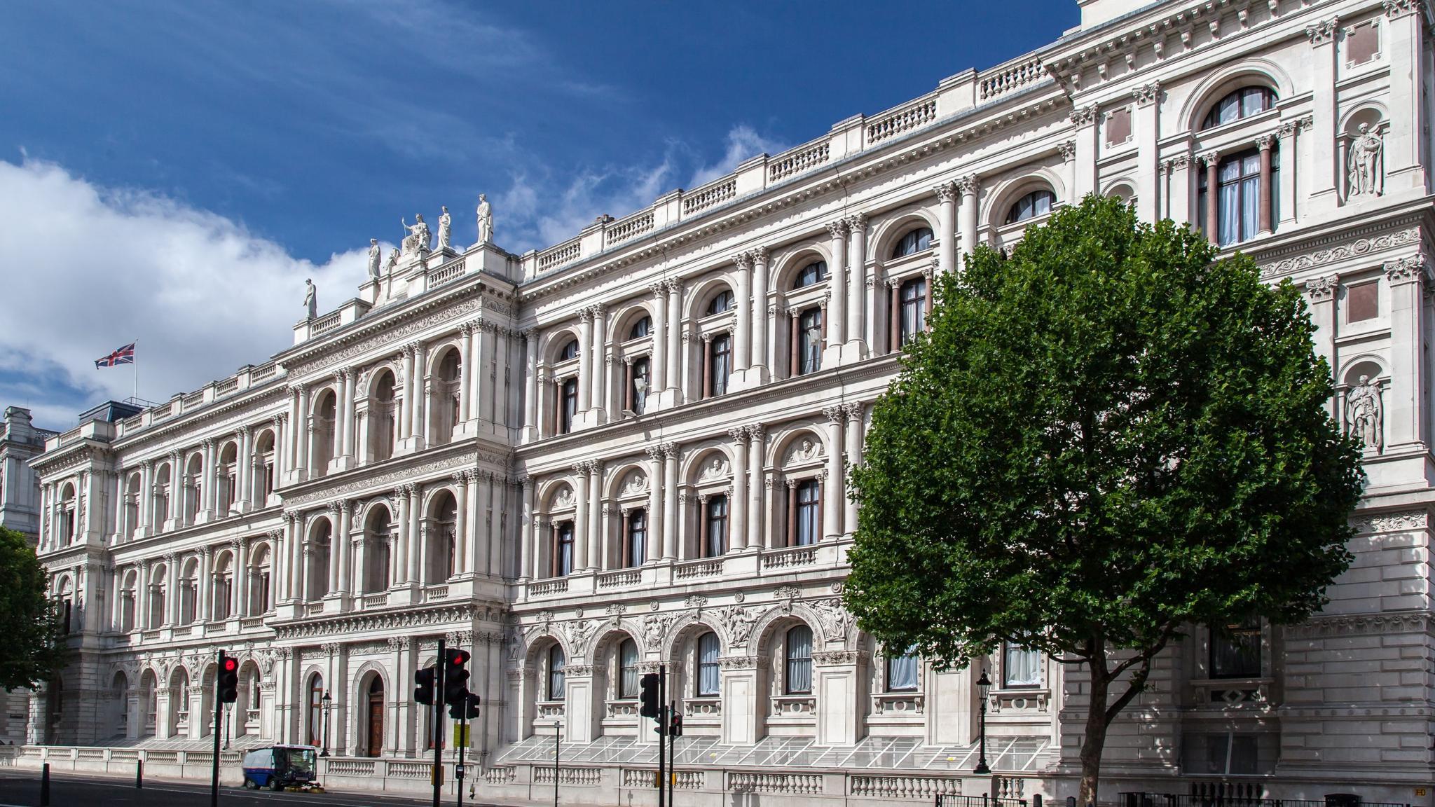 """Η Βρετανία """"στηρίζει"""" τη συνέχιση των συνομιλιών για την επίλυση του Κυπριακού"""