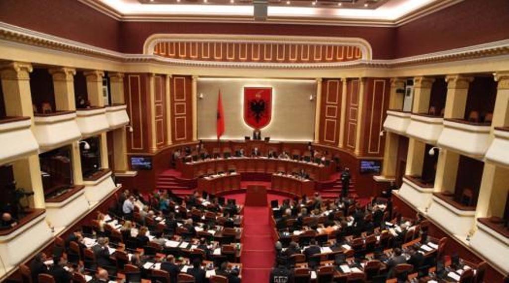Το κοινοβούλιο στην Αλβανία έκανε αποδεκτή την πρόταση του προέδρου να αναθεωρήσει την πράξη κτηματολογίου