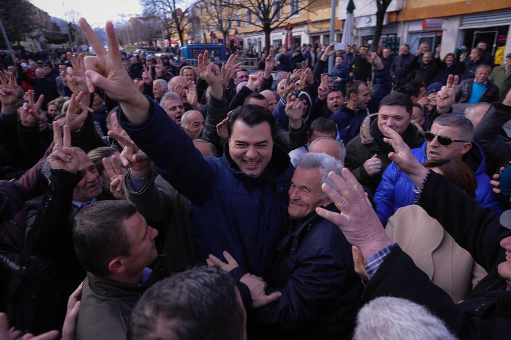 Ο ηγέτης της αντιπολίτευσης στην Αλβανία ζητά από τον πρωθυπουργό της χώρας να παραιτηθεί