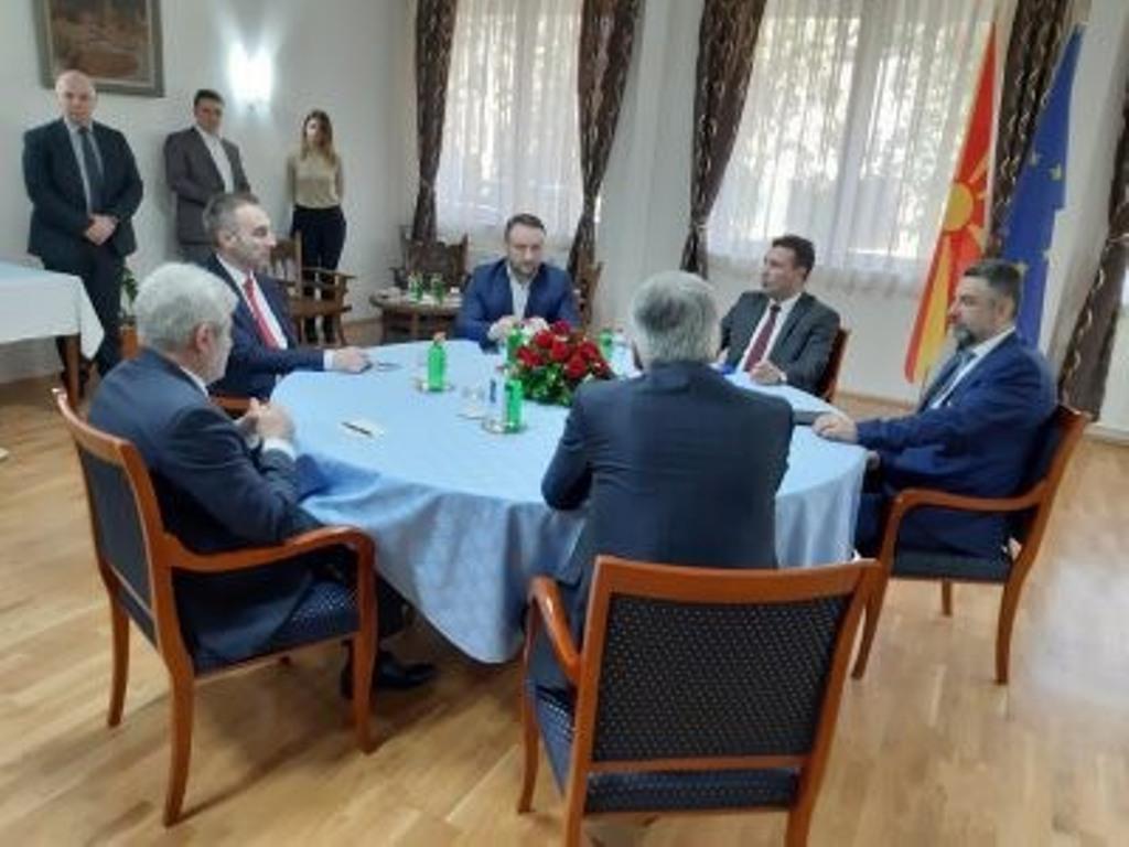 Κατ' αρχήν συμφωνία Zaev-Ahmeti για κοινό υποψήφιο στις προεδρικές εκλογές
