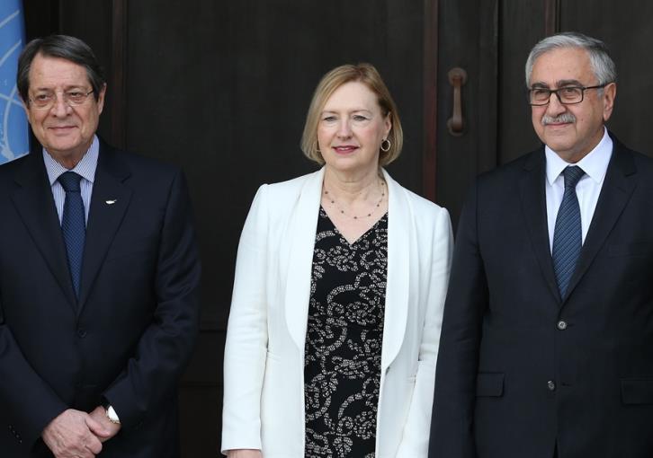 Αναστασιάδης και Akinci συμφώνησαν ΜΟΕ για τηλεφωνία και ηλεκτρική ενέργεια