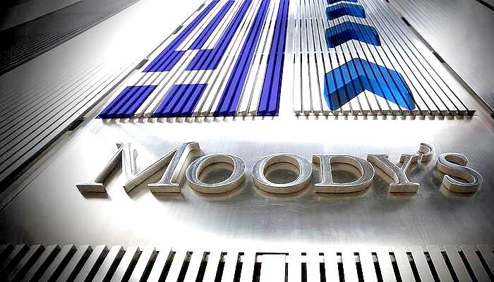 Ελλάδα: Υποβάθμισε τις προοπτικές 5 ελληνικών τραπεζών η Moody's