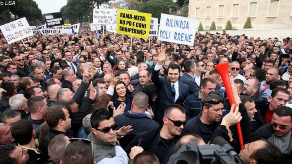 Αλβανία: Η αντιπολίτευση αποφασίζει να προχωρήσει με τη συγκέντρωση διαμαρτυρίας παρά το ότι η αστυνομία απέρριψε το αίτημα