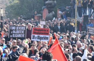 Νέα αντικυβερνητική συγκέντρωση μπροστά στο κοινοβούλιο πραγματοποίησε η αντιπολίτευση στην Αλβανία