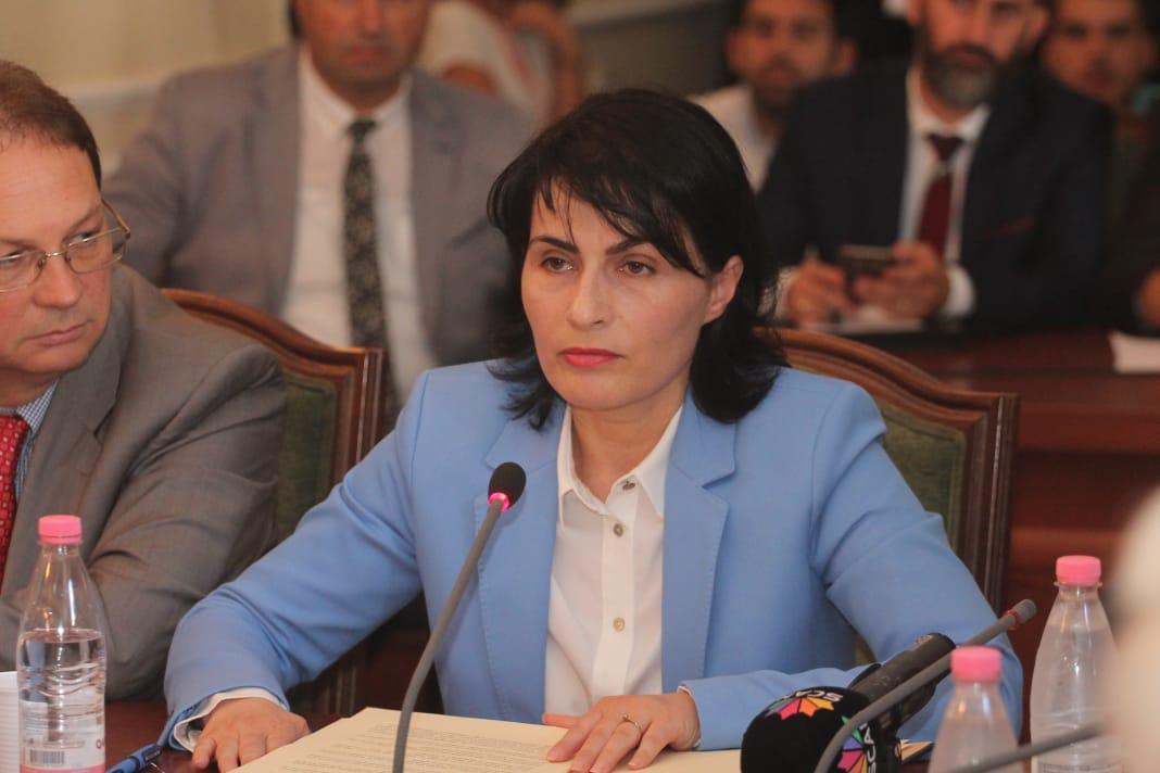 Η Γενική Εισαγγελέας της Αλβανίας ζητάει σκληρότερα μέτρα κατά της διαφθοράς