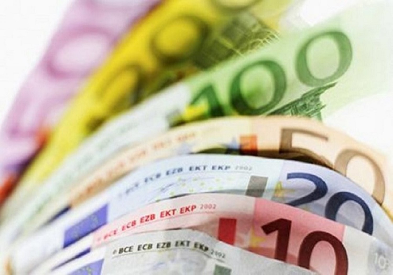 Μειώθηκαν τα επιτόκια νέων δανείων το Φεβρουάριο