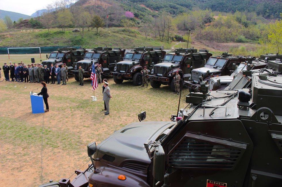 Οι ΗΠΑ ενισχύουν τις ένοπλες δυνάμεις της Αλβανίας με τεθωρακισμένα οχήματα MRAPs