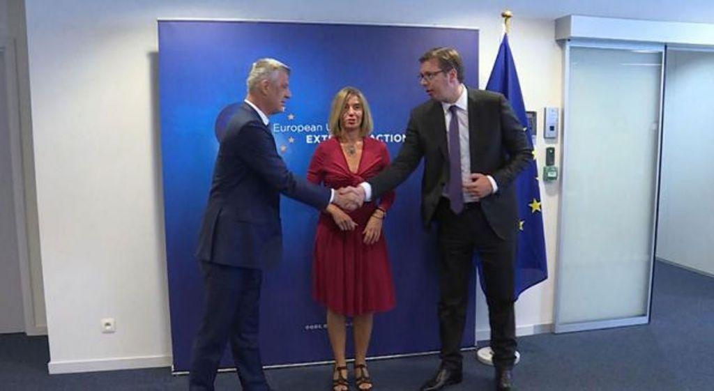 Η ΕΕ προτρέπει το Κοσσυφοπέδιο και τη Σερβία να συνεχίσουν το διάλογο
