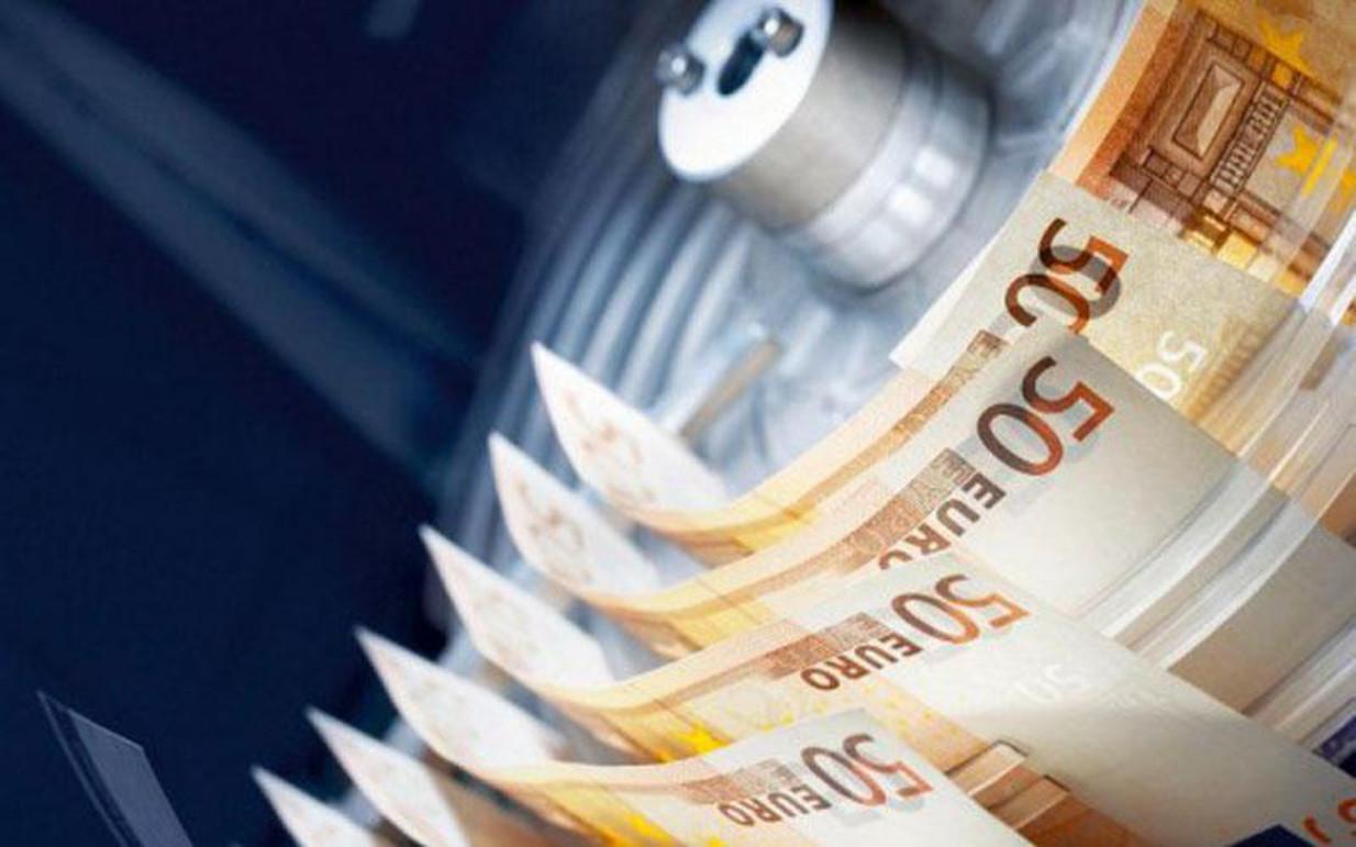 """Στην ελληνική Βουλή η Αναπτυξιακή τράπεζα με """"προίκα"""" 5 δισ."""