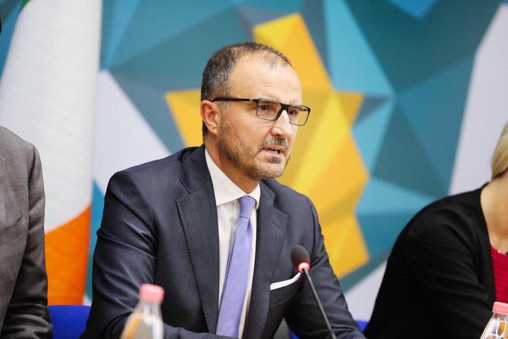 Ο πρεσβευτής της ΕΕ προτρέπει τους πολιτικούς στην Αλβανία να συνεργαστούν