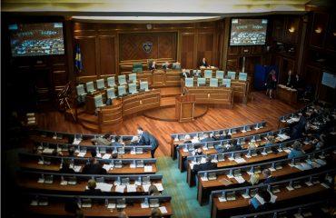 Η μαζική φυγή των νέων από τη χώρα στο επίκεντρο έκτακτης συνεδρίασης του Κοινοβουλίου του Κοσσυφοπεδίου