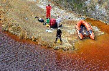 Κύπρος: Ανασύρθηκε πτώμα γυναίκας σε βαλίτσα στην «κόκκινη λίμνη»