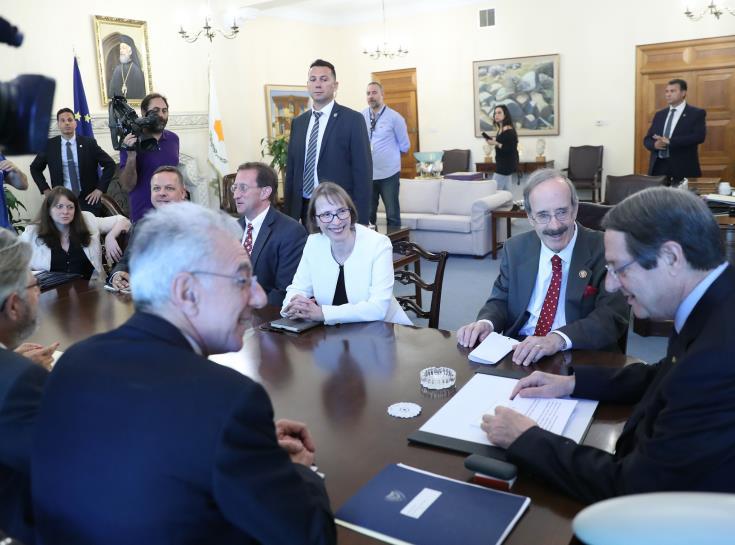 Πρόεδρος Επιτροπής Εξωτερικών Αμερικανικού Κογκρέσου: Θα υπάρξει πρόοδος για το εμπάργκο