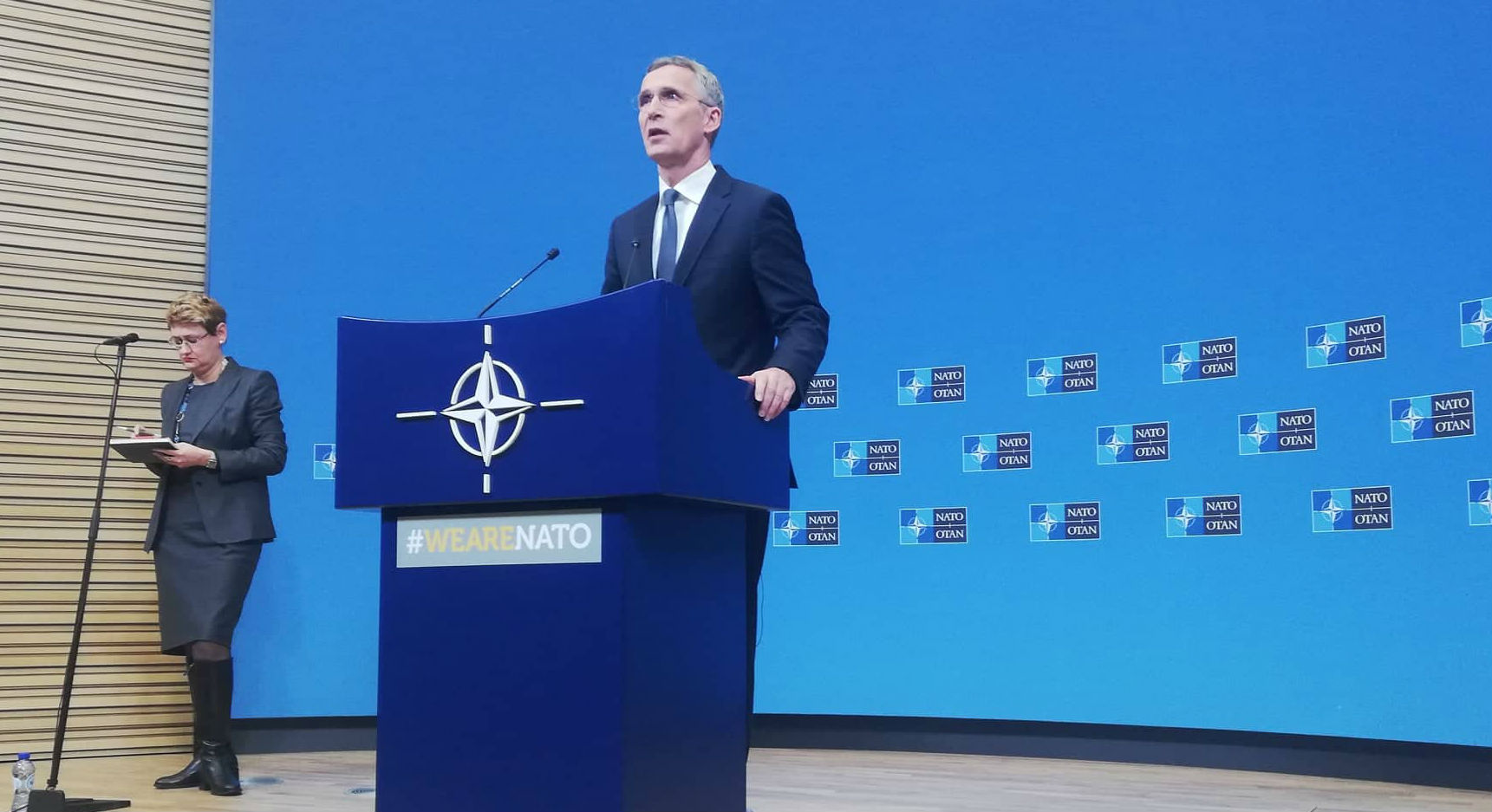 Ο επικεφαλής του ΝΑΤΟ θα επισκεφθεί τα Τίρανα την Κυριακή