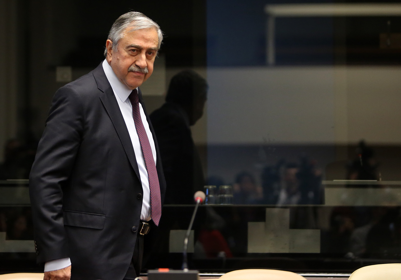 Επιμένει σε Ομοσπονδία ο Ακιντζί, ναι μεν αλλά από τα κυπριακά κόμματα
