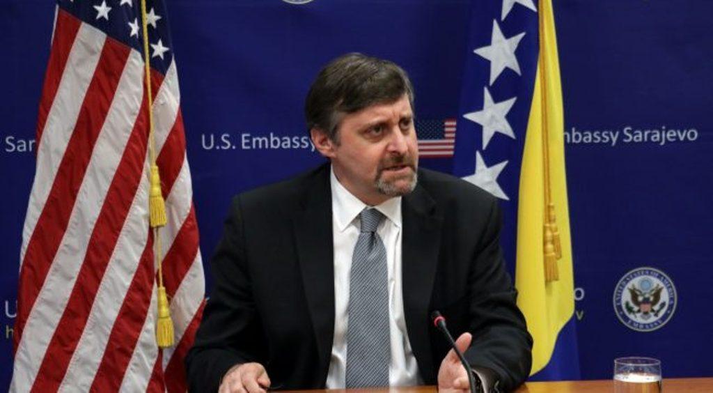 """Ανώτερος αξιωματούχος των ΗΠΑ λέει ότι δεν υπάρχουν """"κόκκινες γραμμές"""" για τη συμφωνία μεταξύ Κοσσυφοπεδίου και Σερβίας"""