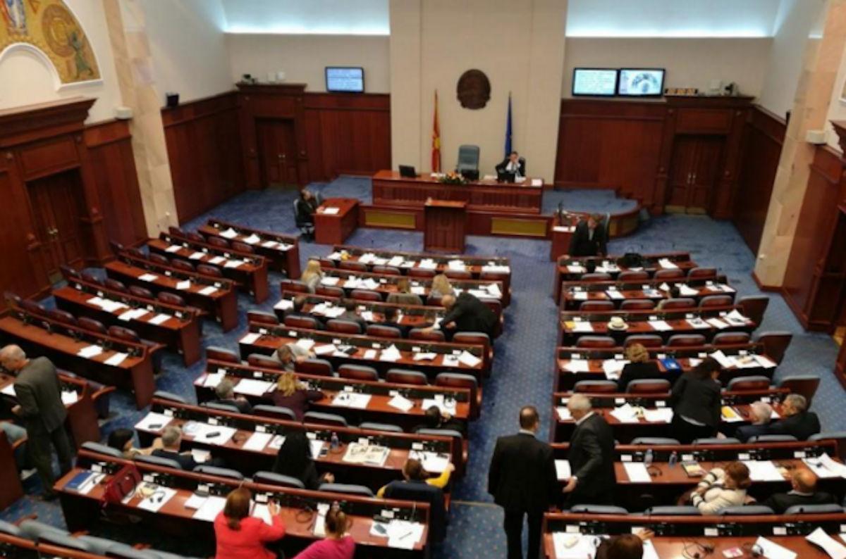 Το Κοινοβούλιο στα Σκόπια αναμένεται σήμερα να ψηφίσει νέους υπουργούς, η αντιπολίτευση ζητάει νέες εκλογές