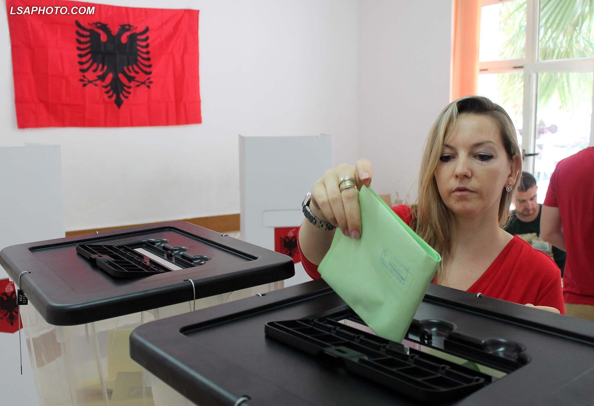 Μαζική αποχή και κατηγορίες για νοθεία στις μονοκομματικές εκλογές στην Αλβανία