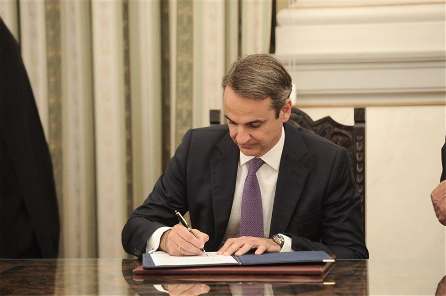 Με 51 πρόσωπα η νέα κυβέρνηση της Ελλάδας -21 εξωκοινοβουλευτικοί