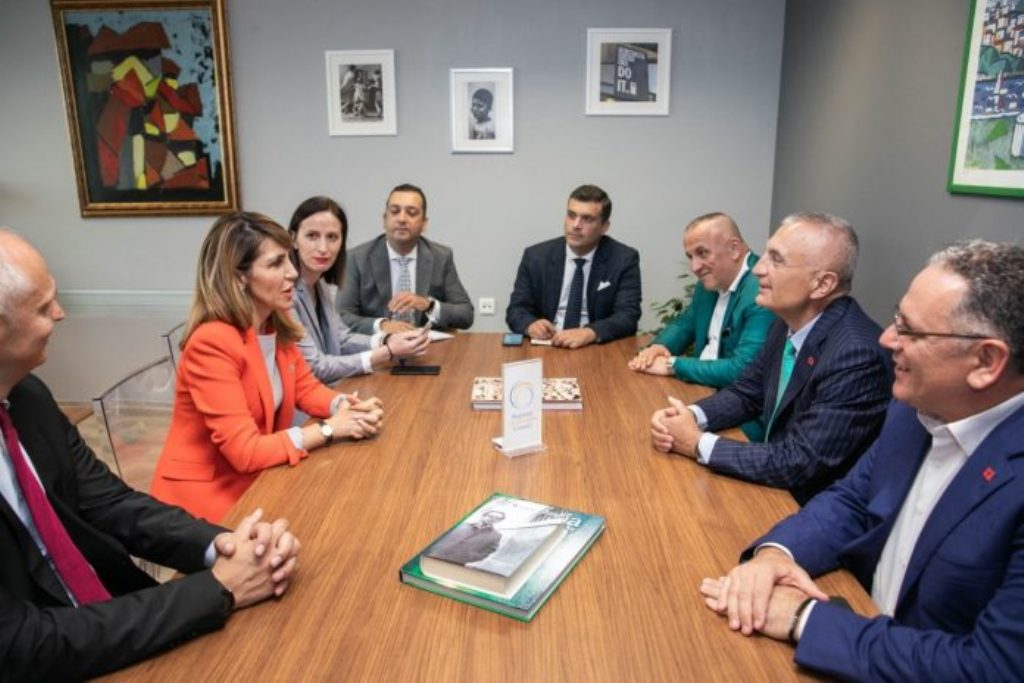 Ο Αλβανός πρόεδρος επισκέφτηκε το Συμβούλιο Περιφερειακής Συνεργασίας στο Σεράγεβο