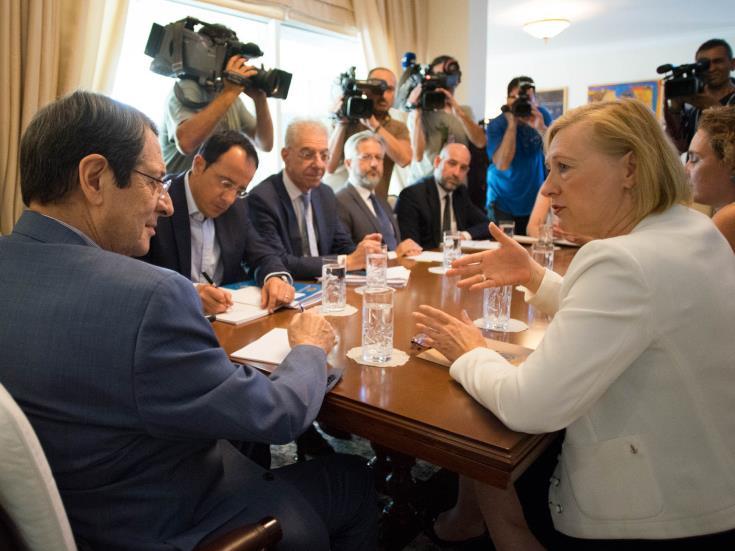 Συνάντηση Αναστασιάδη-Σπέχαρ και επαφές της Τζέιν Λουτ για κυπριακό