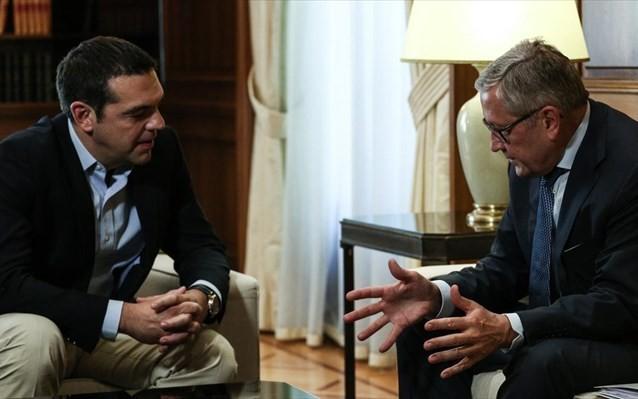 """Συνάντηση Τσίπρα-Regling και το """"καμπανάκι"""" για τις φοροελαφρύνσεις Μητσοτάκη"""
