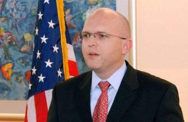 Οι ΗΠΑ δεν θα ενεργούν πλέον ως διαιτητής για την αλβανική πολιτική τάξη, λέει Αμερικανός ανώτερος αξιωματούχος