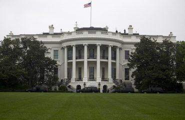 Ο Trump φέρεται αποφασισμένος καλέσει τους ηγέτες της Σερβίας και του Κοσσυφοπεδίου στην Ουάσιγκτον