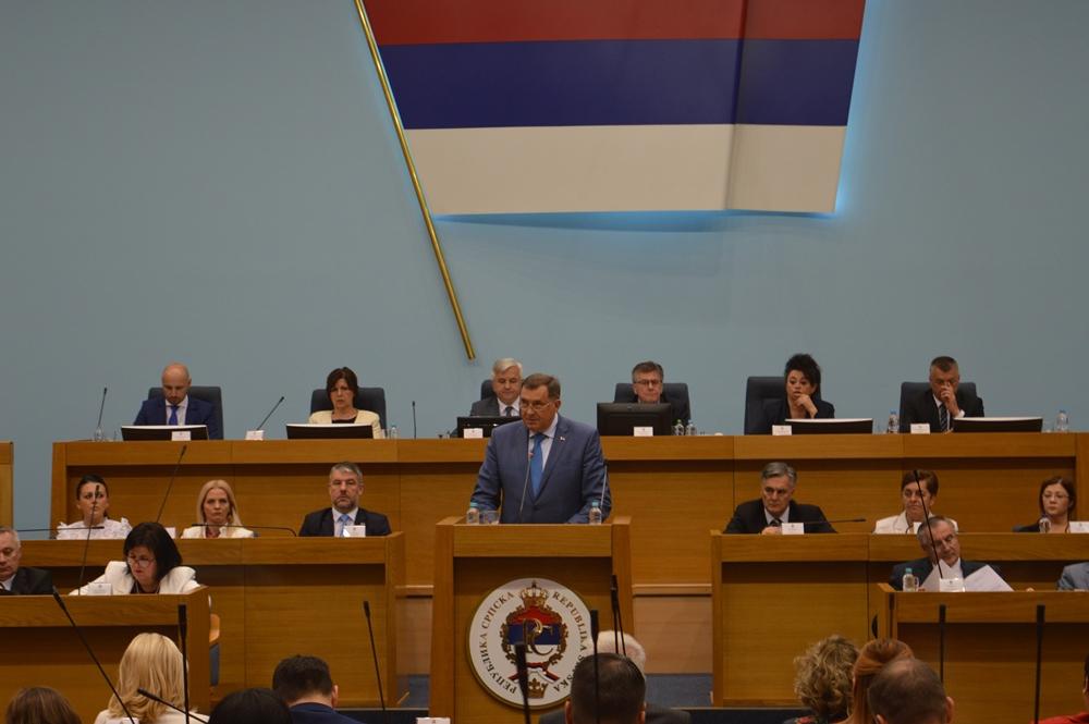 Ταραχώδης συνεδρίαση στη Βουλή της Δημοκρατίας Σέρπσκα σχετικά με την κατασκευή γέφυρας στην Κροατία