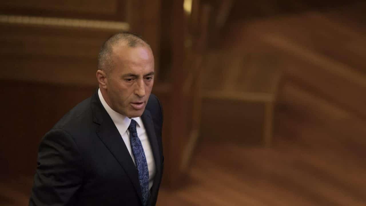 Το Βελιγράδι «γιορτάζει» την παραίτηση Haradinaj, επαινεί εγκληματίες πολέμου