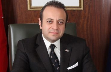 Egemen Bağış: «Ή να λύσουμε το Κυπριακό ή ας πάμε σε δύο κράτη πριν το Ισραήλ και την Παλαιστίνη»