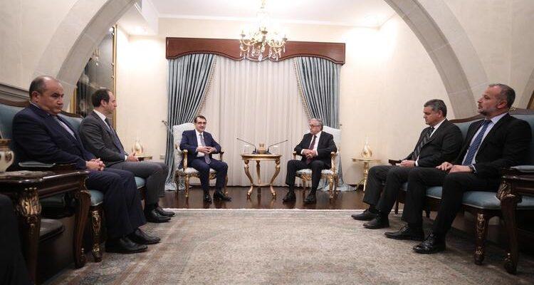 Συνάντηση Υπουργού Ενέργειας Τουρκίας με Akinci