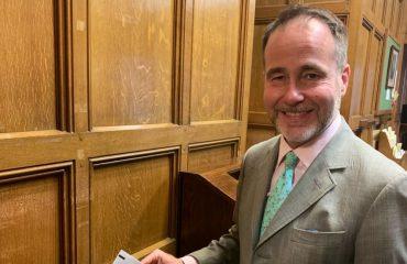 Στηρίζει λύση Κυπριακού και εμβάθυνση διμερούς σχέσης ο νέος Βρετανός Υπουργός Ευρώπης