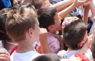 Κοσσυφοπέδιο: Η καταχρηστική χρήση παιδιών στην Εκλογική Εκστρατεία