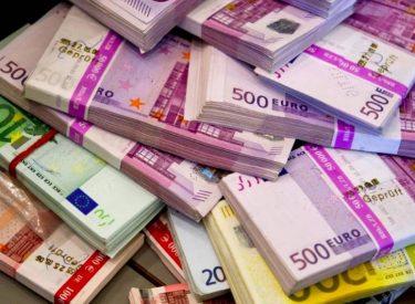 Αύξηση άνω του 1 δις. στις ελληνικές καταθέσεις τον Αύγουστο