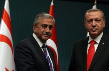 Akinci εναντίον Erdogan για την εισβολή στη Συρία