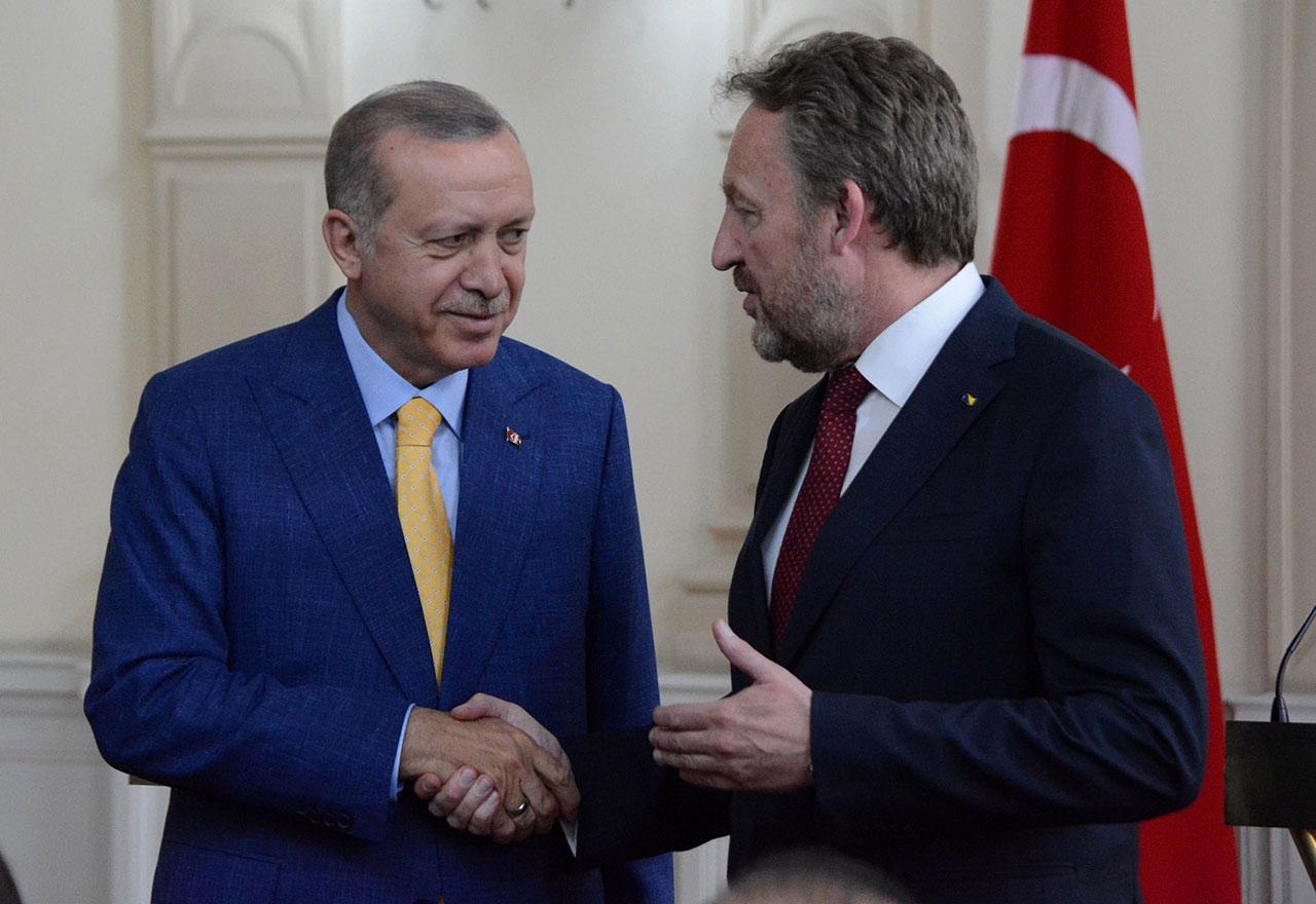 Ο Izetbegović υποστηρίζει την τουρκική στρατιωτική επιχείρηση στη βόρεια Συρία