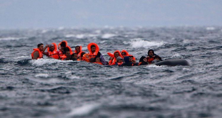 Τραγωδία με ένα νεκρό προσφυγόπουλο στο Αιγαίο, ακραία ξενοφοβία στην Βόρεια Ελλάδα