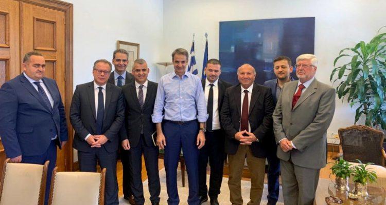 Συνάντηση Μητσοτάκη με εκπροσώπους της ελληνικής μειονότητας στην Αλβανία