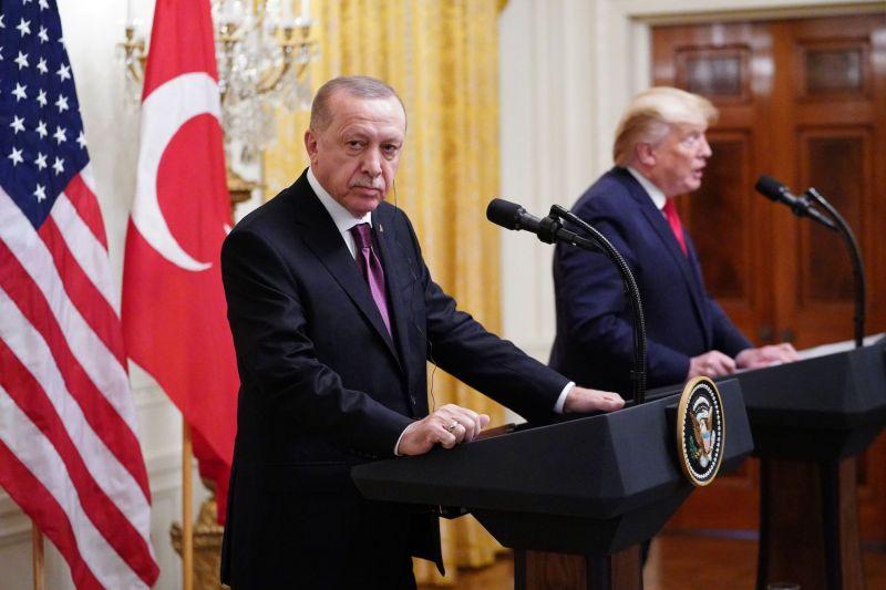 "Trump προς Erdogan: ""Να περάσεις με τρακτέρ πάνω από τους S-400"""