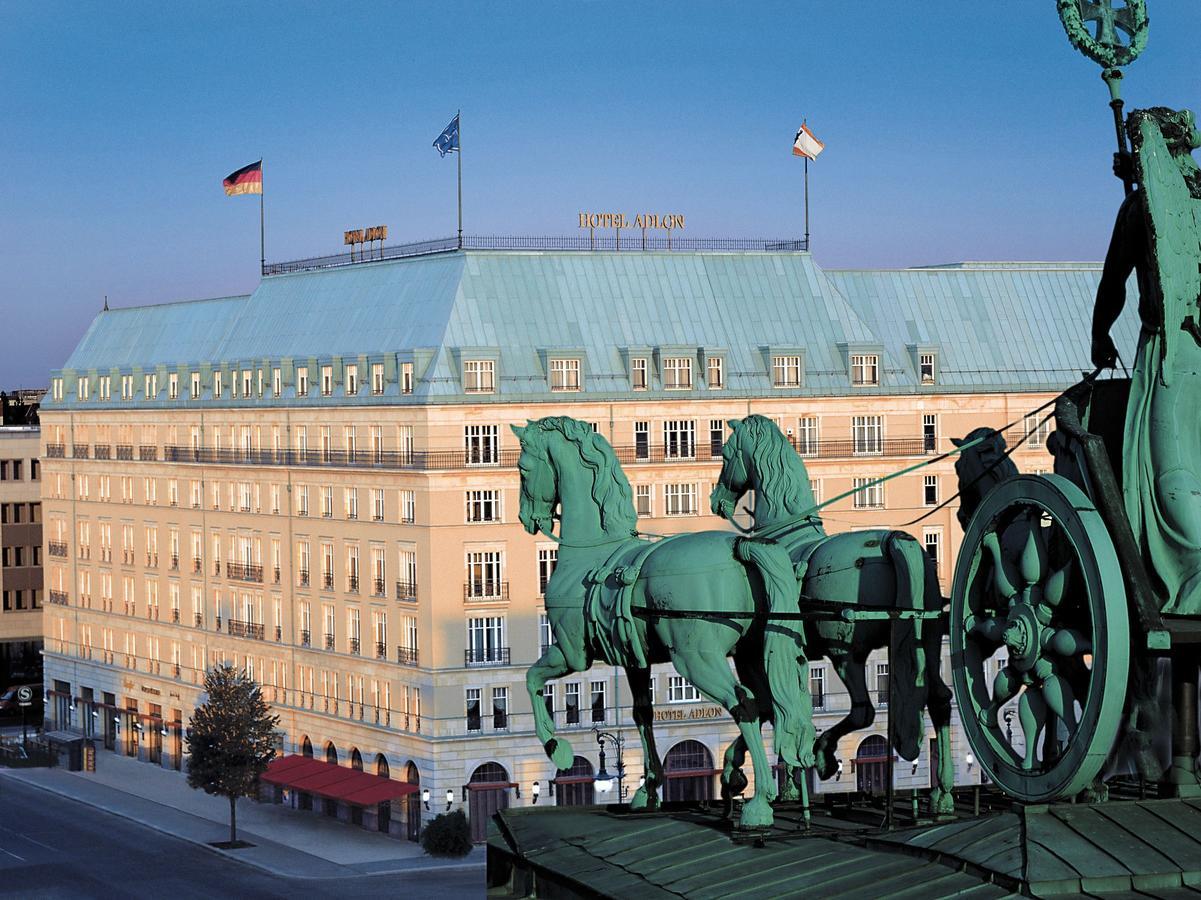 Ξεκίνησαν στο Βερολίνο οι προεργασίες για την αποψινή τριμερή