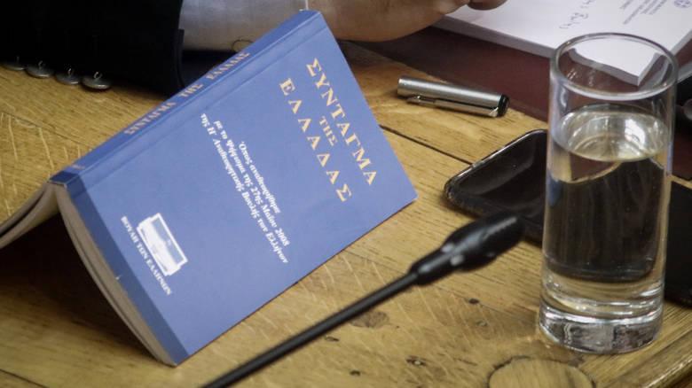 Οι βουλευτές ψηφίζουν για την τροποποίηση του ελληνικού συντάγματος