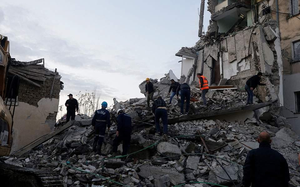 Αλβανία: Συνεχίζεται η αναζήτηση επιζώντων στα ερείπια- 13 οι νεκροί