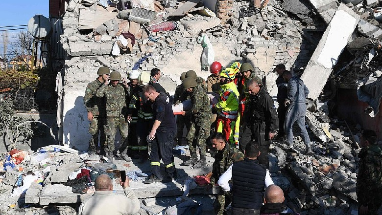 Το Κοσσυφοπέδιο στο πλευρό της Αλβανίας μετά το σεισμό