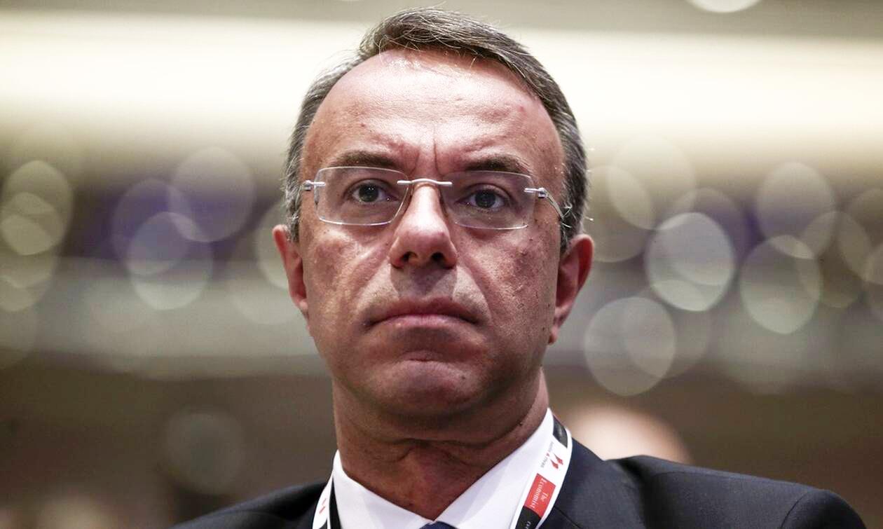 Η Ελλάδα εισέρχεται στις 2 κρίσιμες εβδομάδες στην πάλη με τον COVID-19, καθώς η οικονομία υποχωρεί