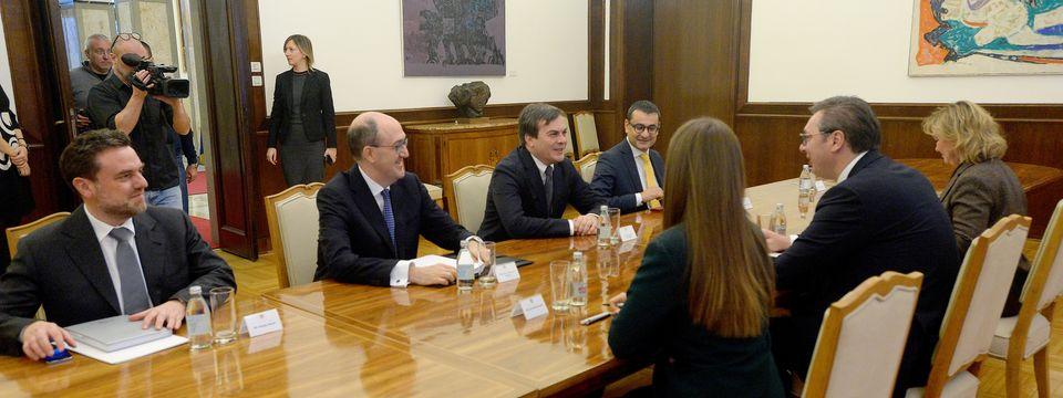 Amendola: Η Ιταλία στηρίζει την ευρωπαϊκή προοπτική της Σερβίας