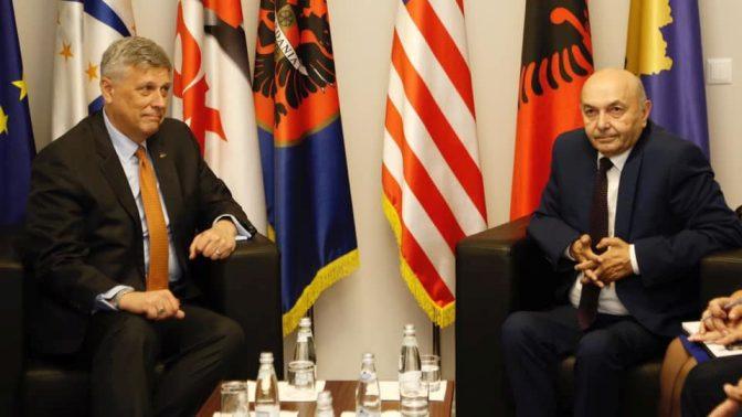Ο Αμερικανός πρέσβης καλεί τους ηγέτες του Κοσσυφοπεδίου να σχηματίσουν κυβέρνηση