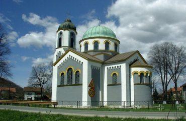 Βανδαλισμοί σε χώρους λατρείας στη Β-Ε, ανάστατοι οι πιστοί